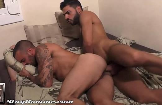 Homem dando o cu bem gostoso